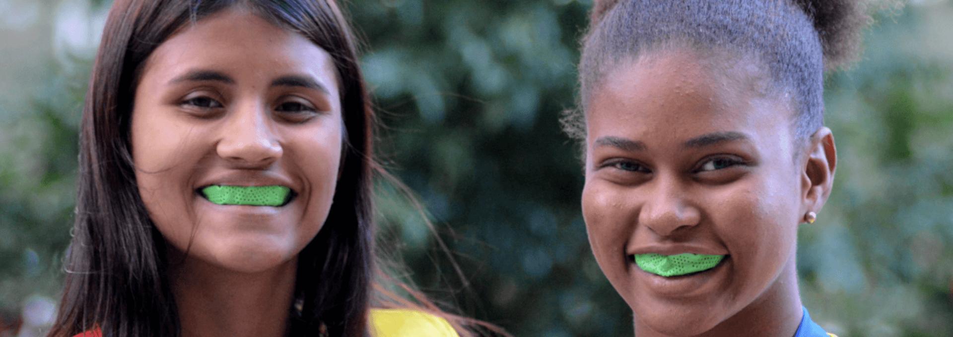 Deportistas de Rugby Femenino con nuestros protectores bucales